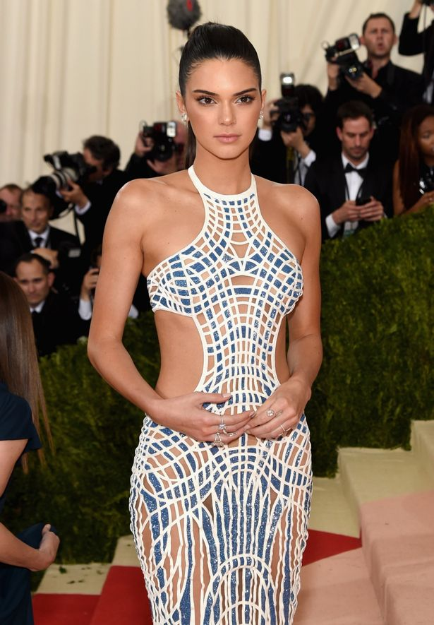 kendall-jenner-attends-manus-x-machina-fashion-in-an-age-of-technology-costume-institute-gala-at-metropolitan-museum-of