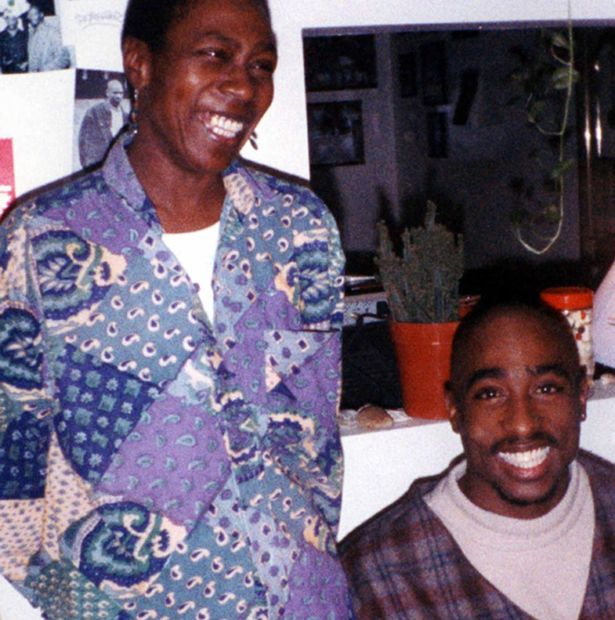 tupac-shakur-with-his-mother-afeni