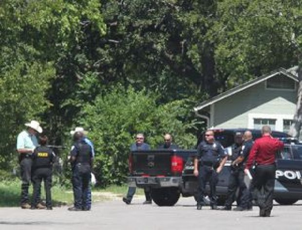 Cops respond at a trailer park in Bellmead to investigate a killing Thursday1.jpg