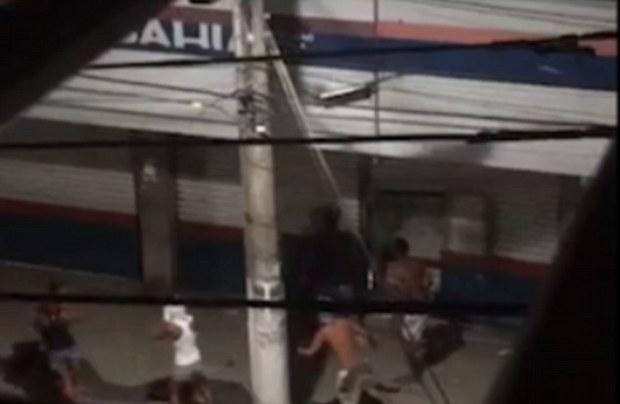 armed-thugs-invade-the-streets-of-espirito-santo2