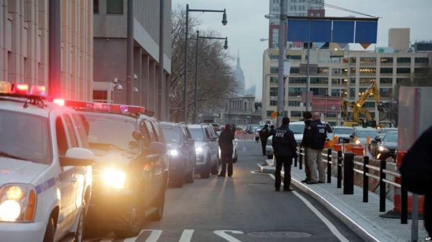 "Motorcade with high profile suspect Joaquin ""El Chapo"" Guzman arrives at Brooklyn Federal Court, NY Jan. 20, 2017.jpg"