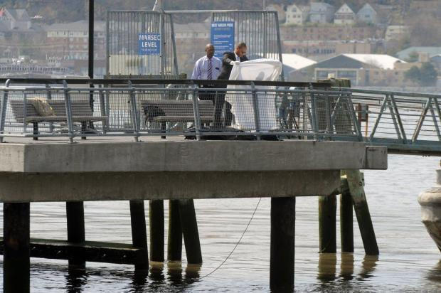 Detectives remove the body of the appeals court judge from the Hudson River Wednesday on the W. 125th St. pier.jpg