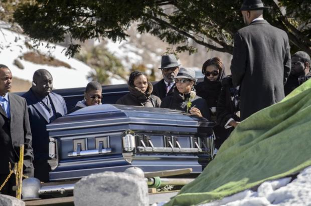 Alishia Noel-Murray (r) at the funeral of her husband Omar Murray in Brooklyn, NY, on March 9, 2013