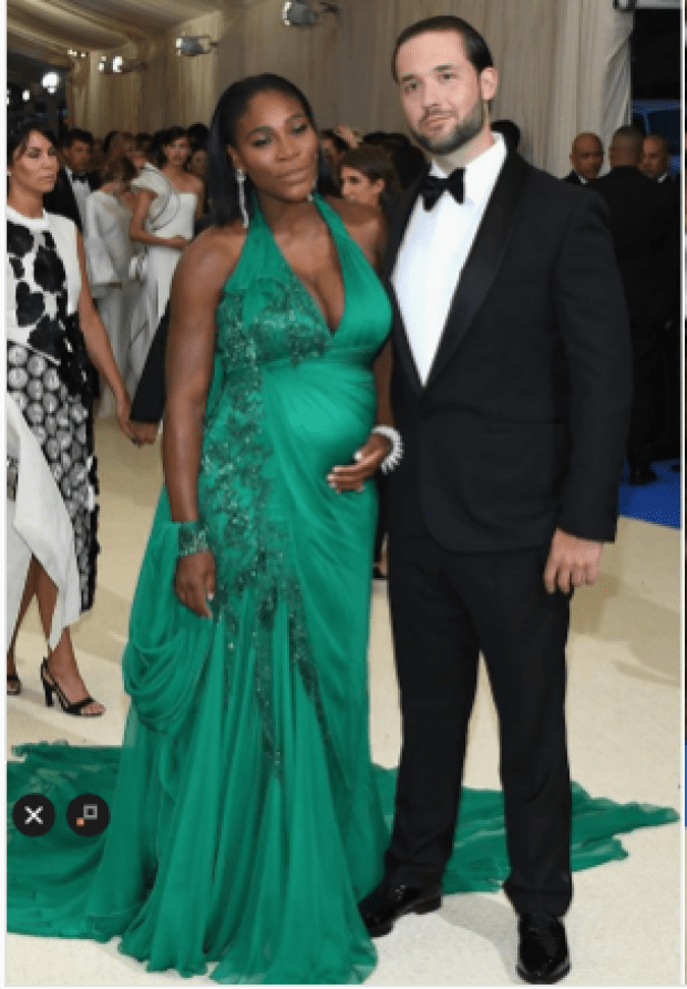 Pregnant Serena Williams at the Met Gala night accompanied by her fiance Alexis Ohanian5.png