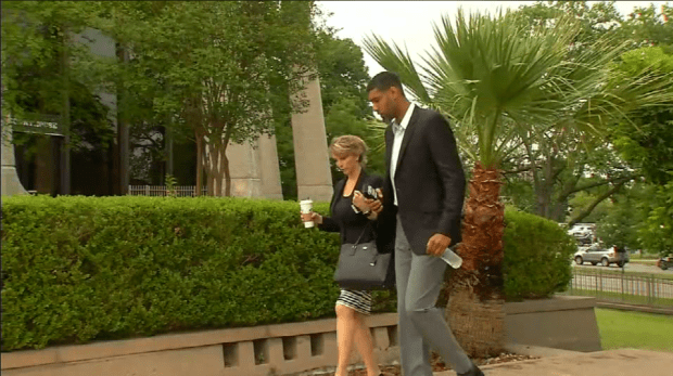 TimDuncan arrives for the sentencing2.png