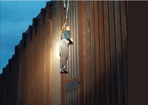 Smugglers leave Mexican woman dangling from border fence 2