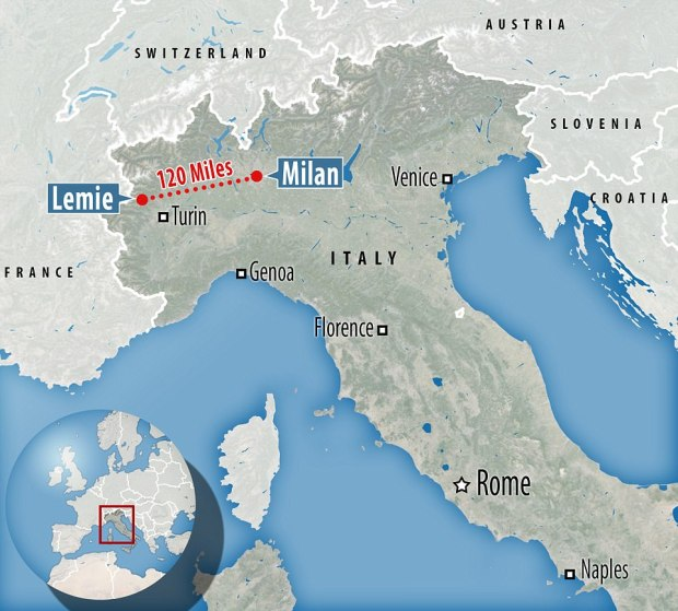 She was loaded into the back of the vehicle and kept in the bag for two-and-a-half hours during the 120-mile drive from Milan to Turin.jpg