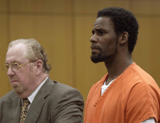 R Kelly appearing in court for 2002 in Bartow, Florida..png