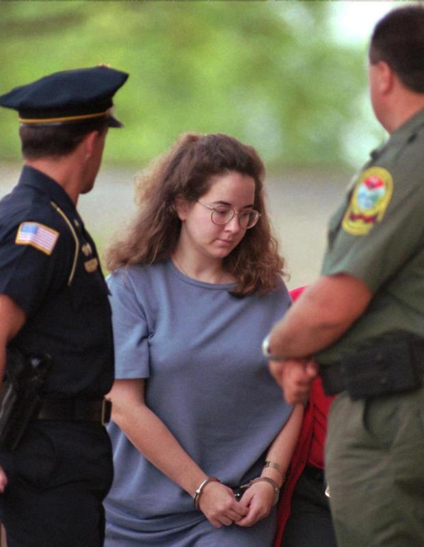 Susan Smith comes to court during her 1995 trial 3.jpg