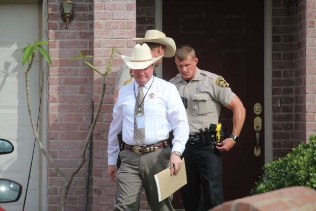 Denton County Sheriff's Deps investigate quantuple murder-suicide in Ponder, Tex., May 16 .jpg