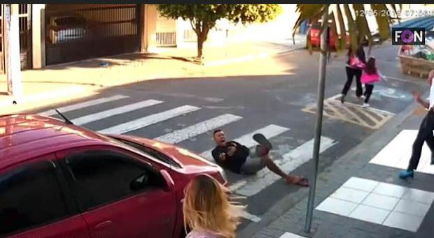 Gunman Elivelton Neves Moreira  is on his back.JPG