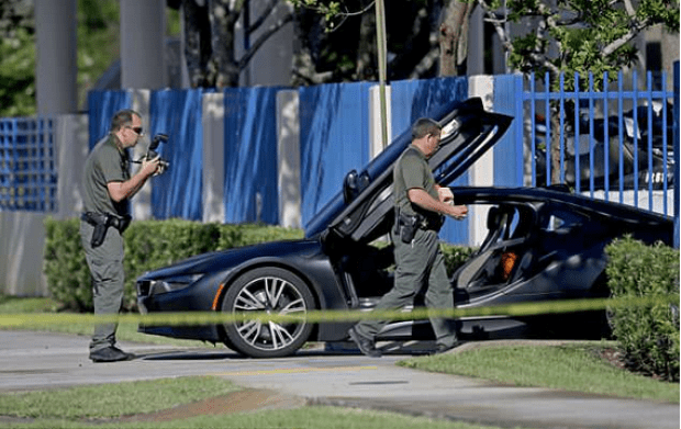 Police Inspect XXXTentacion's car after his slaying 1