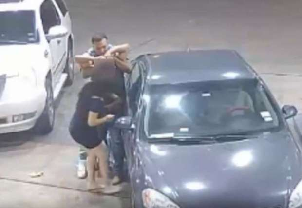 4 women offer man at club a free ride only to set him up for a violent gas station 12