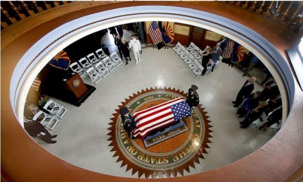 john McCain lying in state at the capitol rotunda 1.JPG