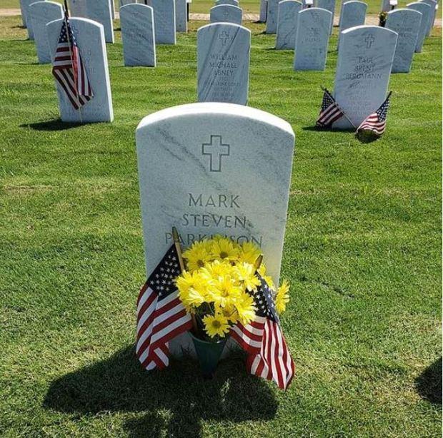Mark Parkinson-s grave