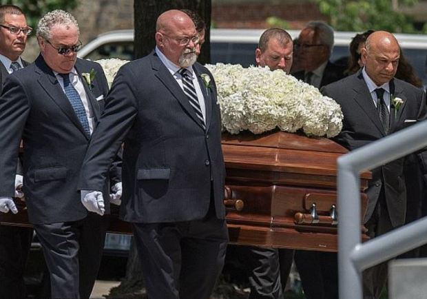 Savvas Savopoulos is carried towards his funeral service in 2015.JPG
