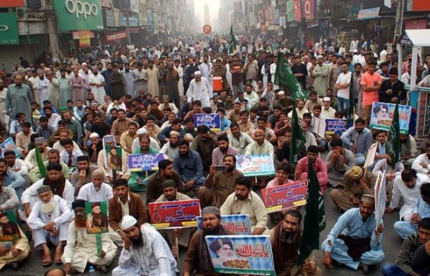 TLP supporters block the road carrying placards demanding that Asia Bibi should be hanged in Faisalabad on Wednesday.JPG