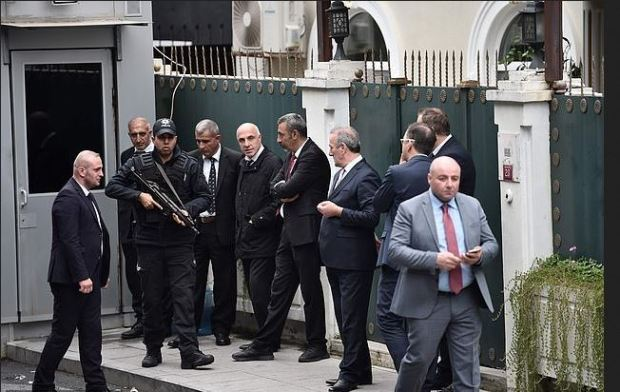 Turkish forensic team arrive at  the residence of Saudi Arabia's Consul General Mohammad al-Otaibi in Istanbul. Oct 17 2018.JPG