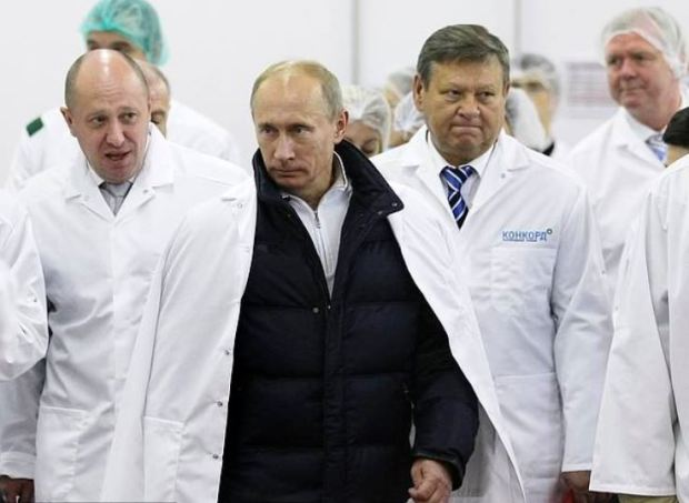 Yevgeny Prigozhin, [left], shows Russian President Vladimir Putin 1