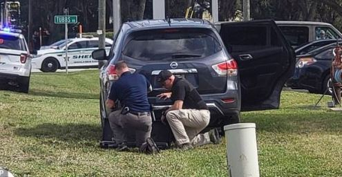 police activity outside SunTrust Bank branch in Sebring, Fla 1