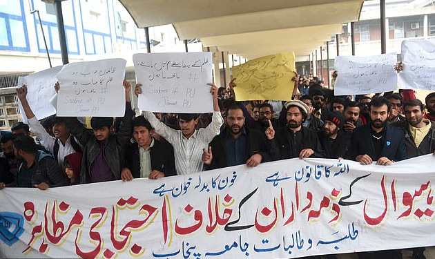 Students in Lahore, Pakistan protest killings of family shot by cops 3