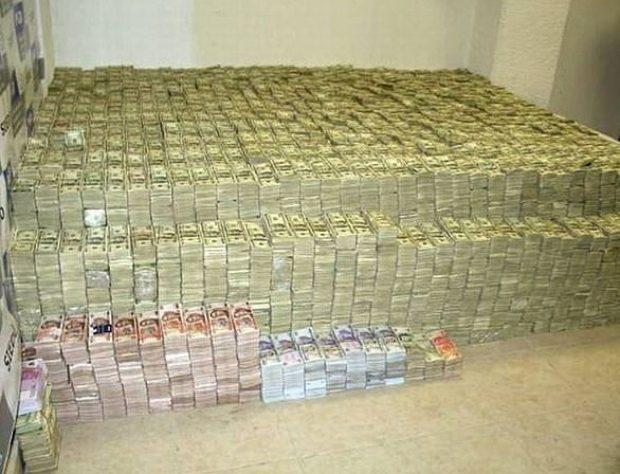 $1.5 million found during a raid of El Chapo's home.jpg
