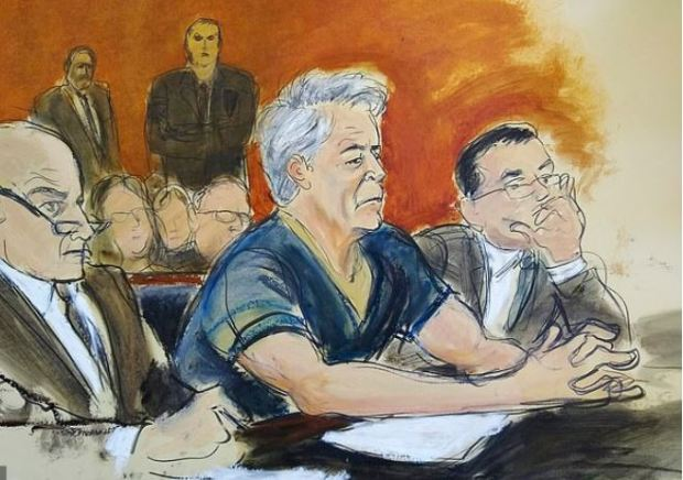 Jeffrey Epstein [center], with lawyers Martin Weinberg and Marc Fernich in court 1