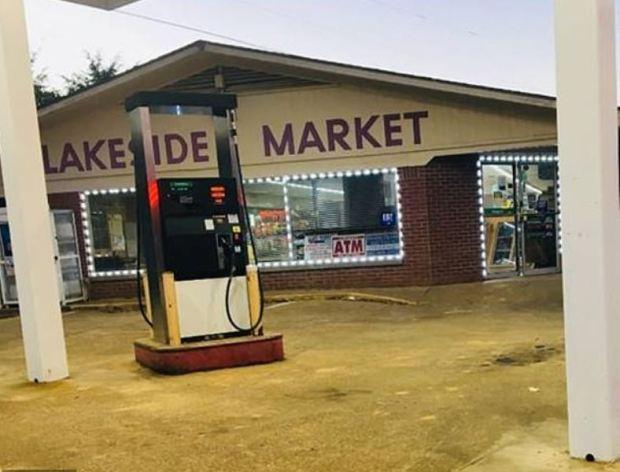 Lakeside Market grocery store in Como, Mississippi1