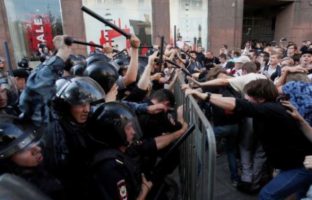 police batter protesters in Moscow 2.JPG
