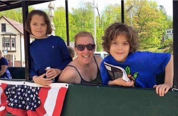 Kimberly Dobbie and hertwin sons 1.JPG