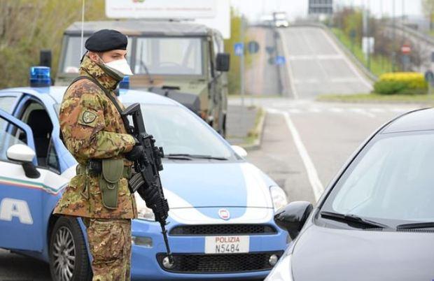 Italian soldiers enforce controls near Milan 1