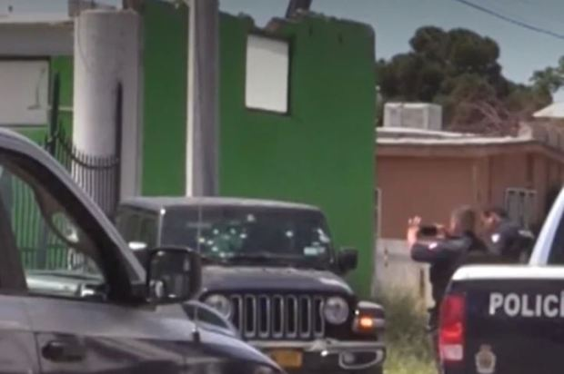 Police at the scene where gunshots hit a and killed US couple Pat Landers and Karla Baca's Jeep in Mexico 1