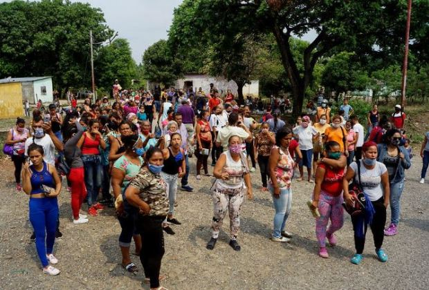 Group of protesters and relatives of prison inmates in Venezuela gather outside Los Llanos penitentiary after a riot 1