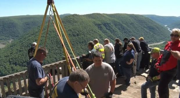 Authorities immediately launched a large-scale search for Julie Wheeler in Grandview State Park, WV 1