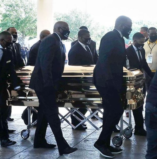George Floyd's golden casket arrived at the Fountain of Praise church in Houston, Tx 1