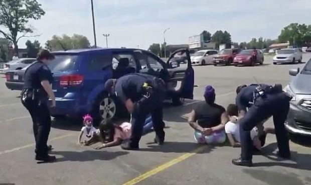 Cops arrests black family after identifying the wrong vehicle 1