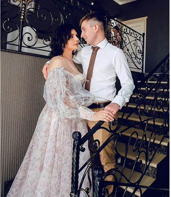 This image has an empty alt attribute; its file name is Marina-Balmasheva-with-her-new-husband-Vladimir-Vova-Shavyrin-6.jpg