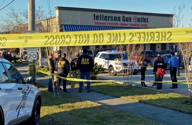 This image has an empty alt attribute; its file name is Members-of-public-look-after-shooting-at-the-Jefferson-Gun-Outlet-in-Metairie-LA-2.jpg