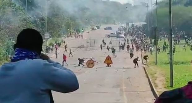 This image has an empty alt attribute; its file name is SA-riot.-Business-owners-shoot-at-looters-to-protect-their-businesses.jpg
