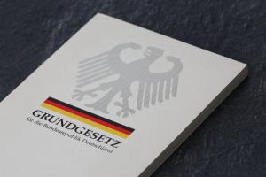 Auf der Suche nach deutscher Identität gibt es eine neue Begeisterung für das Grundgesetz