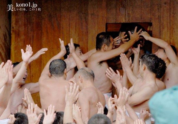 福岡県 筥崎八幡宮 玉取祭 玉せせり 争奪戦