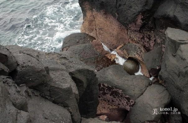 静岡県伊東市 ポットホール かんのんの浜 真円の玉 自然の驚異