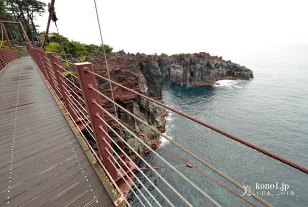静岡県伊東市 城ヶ崎海岸 門脇吊橋 イワツバメ 砲台跡 ぼら納屋
