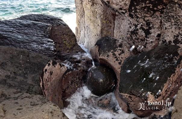 ポットホール 石の玉 自然の驚異 伊豆 かんのん浜 パワースポット 伊東市