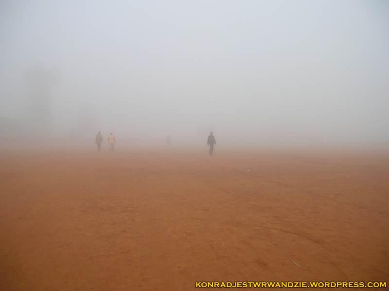 To nie pustynia, a boisko, które codziennie przemierzam w poprzek