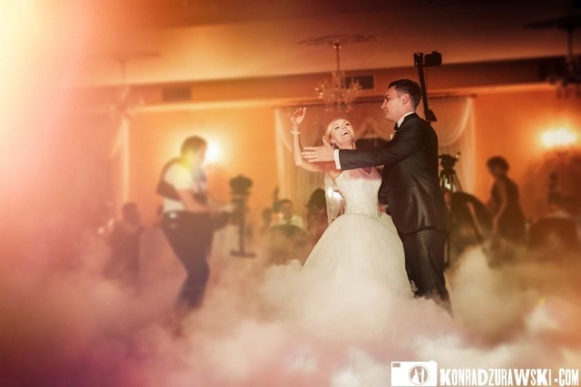 Cudowne wspomnienia z pierwszego tańca Adrianny i Grześka - fotograf ślubny Jelenia Góra | Konrad Żurawski