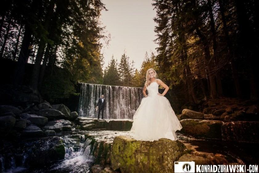 Doskonałe światło i przepiękny krajobraz - czego można chcieć więcej podczas pleneru ślubnego? Fotograf ślubny Jelenia Góra - Konrad Żurawski