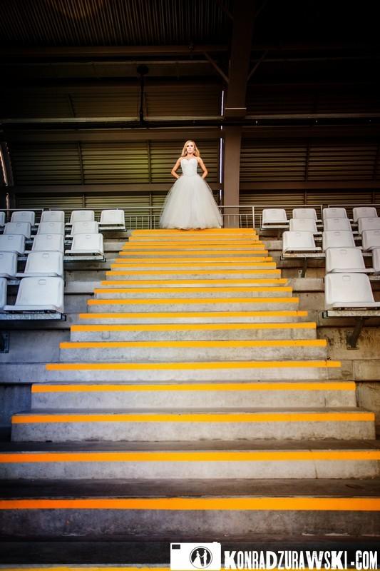 Na szczycie schodów. Fotograf ślubny Jelenia Góra - Konrad Żurawski