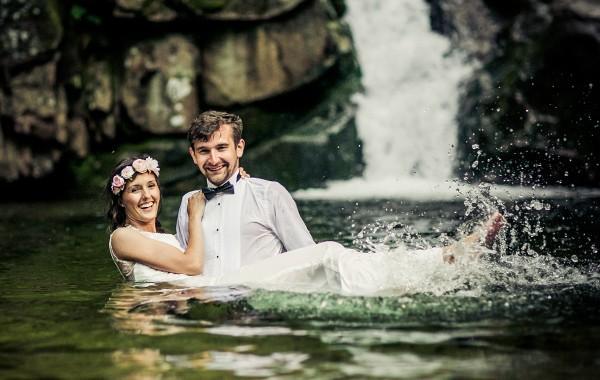 Paula i Maciej sesja ślubna w wodzie