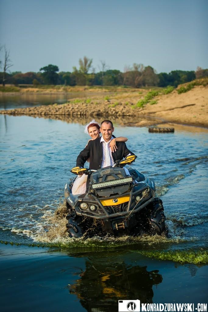 Do wody quadem - można i tak! Czyli plener ślubny, który na długo zostanie w pamięci | Fotograf Konrad Żurawski